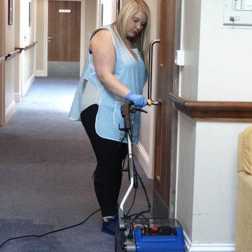 Carpet cleaning in long corridors